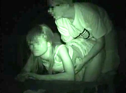 【盗撮動画】夜の公園でカップルの野外SEXを超接近して赤外線盗撮したリアル映像wwwww
