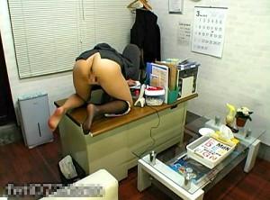 【 盗撮動画 】エリート女上司が社内でひとり白濁マン汁垂れ流す!!残業オナニーをガチンコ盗撮wwwww