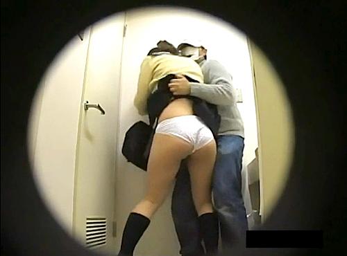 【盗撮動画】痴漢魔がJKに突撃スカートめくり悪戯を盗撮したマニアック面白映像wwwww