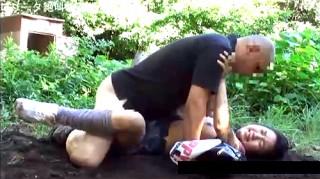 【 閲覧注意 】え?この映像って本物?少女を拉致強姦した問題の映像がコチラです。