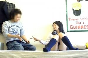 【 盗撮動画 】友達JKを自宅に連れ込み『ジャンケン買ったらSEXさせて』と頼んでみた結果wwwww