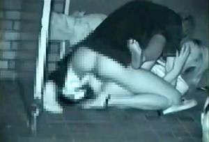【 盗撮動画 】深夜の繁華街で発情したカップルの野外SEXを赤外線盗撮したったwwwww