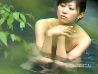 【 盗撮動画 】偉大なる盗撮師が女露天風呂を外から盗撮成功した噂のレア映像流出!!!