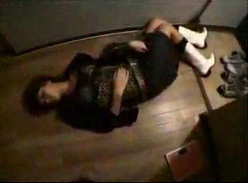 【閲覧注意】泥酔してる女をお持ち帰りしてレ●プ盗撮した問題の映像がコチラです。
