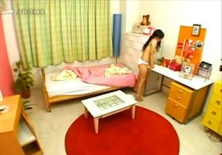 【 盗撮動画 】部屋中の角を使ってグリグリ角オナニーする美少女のリアルな性癖をご覧下さい。