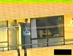 【 盗撮動画 】向かいマンションに住んでる人妻の欲求不満オナニーを望遠カメラリアル盗撮!!!