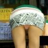 【 盗撮動画 】街中で完全に油断してるミニスカ女性を狙いパンチラ盗撮したったwwwww