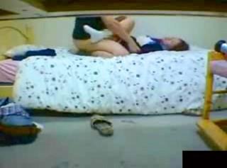 【 盗撮動画 】ロ●コン家庭教師の熱心な性教育現場をご覧下さい。※閲覧注意