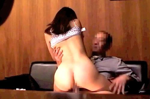 【盗撮動画】見知らぬ男女2人を個室でAV鑑賞させたらどうなるか実験した盗撮企画!!!