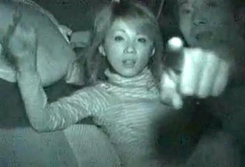【盗撮動画】カーセックスする車に接近して赤外線盗撮したらバレて逃亡した面白映像wwwww