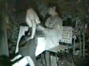 【 盗撮動画 】野外SEXスポットで有名な公園ベンチに盗撮カメラを仕掛けた結果…※赤外線盗撮