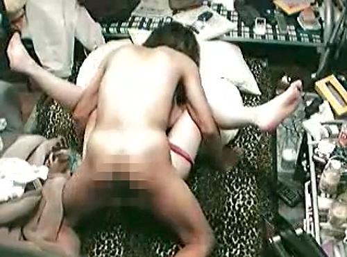 【 盗撮動画 】別れたらリベポルwww自宅に彼女を泊まらせてSEX盗撮したリアル映像!!!