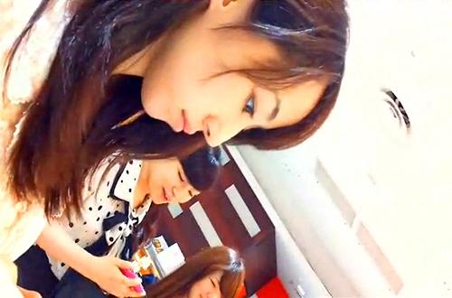 【 盗撮動画 】デパ地下で清楚な女性を狙い逆さ撮りパンチラ盗撮!!!※食い込みパンツGET