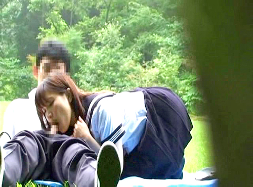 【 盗撮動画 】学校サボッて白昼の公園で野外SEXする学生バカップルを覗き見盗撮!!!