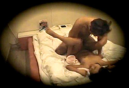 【 盗撮動画 】ラブホテルで中年ハゲ男の性欲旺盛なSEXをご覧下さい。※清掃員の盗撮流出