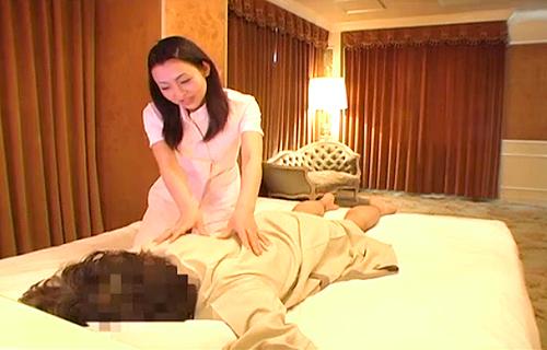 【盗撮動画】高級ホテルの美人出張マッサージ師を口説いてSEX盗撮大・成・功!!!