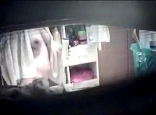 【 盗撮動画 】脱衣所の窓から巨乳娘の裸体を盗撮した本物にしか見えない民家盗撮映像wwwww