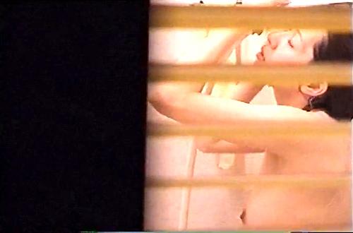 【盗撮動画】民家ハンターが自宅風呂を覗き見盗撮したリアル映像!!!※隙間窓から盗撮