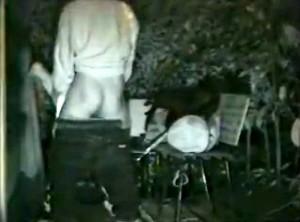 【 盗撮動画 】真夜中の公園で野外SEXする発情バカップルを赤外線盗撮したリアル映像!!!