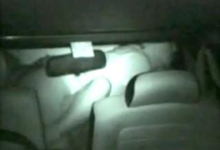 【 盗撮動画 】田舎の人気ない駐車場で深夜カーセックスする素人カップルを赤外線盗撮!!!