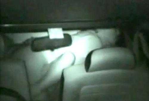 【盗撮動画】田舎の人気ない駐車場で深夜カーセックスする素人カップルを赤外線盗撮!!!