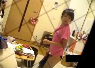 【 盗撮動画 】女子大生の自宅オナニー盗撮していたらバレてしまう衝撃ハプニング映像wwwww