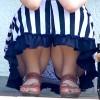 【 盗撮動画 】盗撮バレてる?街中でしゃがむロングスカートお姉さんを狙いパンチラ盗撮wwwww