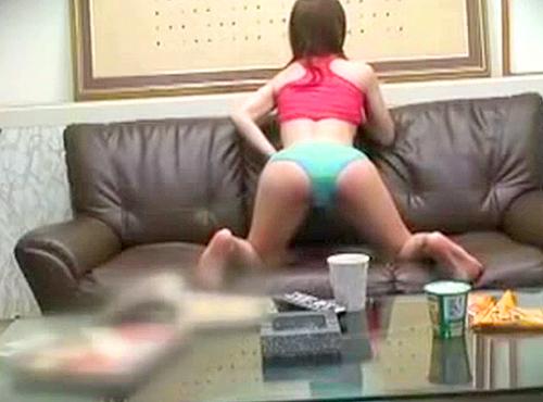 【盗撮動画】隠し持っていた淫具で快楽を貪る若妻の昼下がり絶頂オナニー盗撮映像wwwww