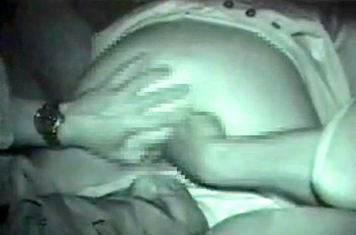 【 盗撮動画 】彼女のアナルとマ○コを二穴を同時に責める激アツなカーセックスを赤外線盗撮!!!