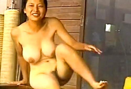 【盗撮動画】女盗撮犯が温泉女湯に潜入⇒巨乳お姉さんを至近距離でガチンコ盗撮wwwww