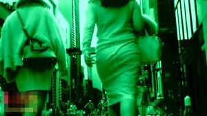 【 盗撮動画 】街歩くタイトスカートなセレブ美熟女を赤外線カメラでパンツ透視盗撮したったwwwww