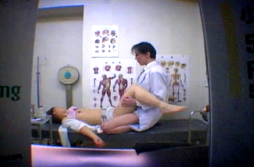 【閲覧注意】妊娠した女性を狙い麻酔注射で眠らせて中出しレイプ盗撮した問題映像!!!