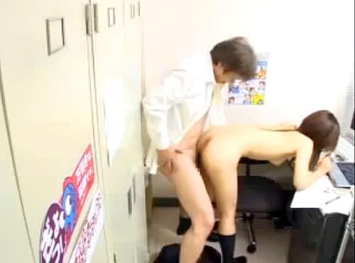 【閲覧注意】店長が逮捕された問題レ●プ映像流出!