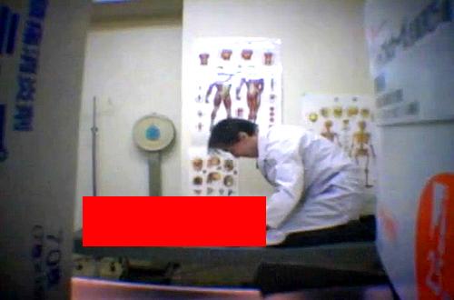 【閲覧注意】変態メガネ医師が妊娠ギャルを騙してクロロホルムレイプ盗撮した職権乱用映像!!!