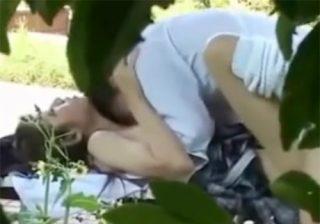 【 盗撮動画 】公園のベンチで高校生カップルが大胆に野外セックス…JKの感じるアヘ顔が堪らんぞwww
