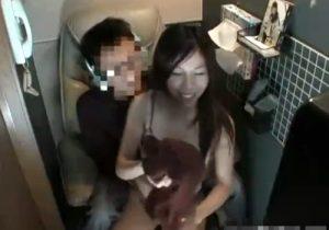 【 隠撮動画 】ネカフェで素人カップルのセックスしてる様子が店内防犯カメラに映っていたwww