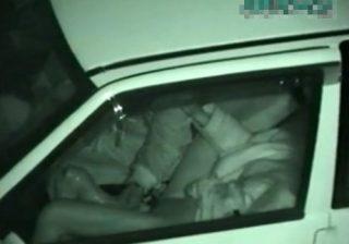 【 隠撮動画 】素人カップルが車内で超巨大ディルドでおまんこを弄ってるカーセックスを赤外線カメラで隠し撮りwww