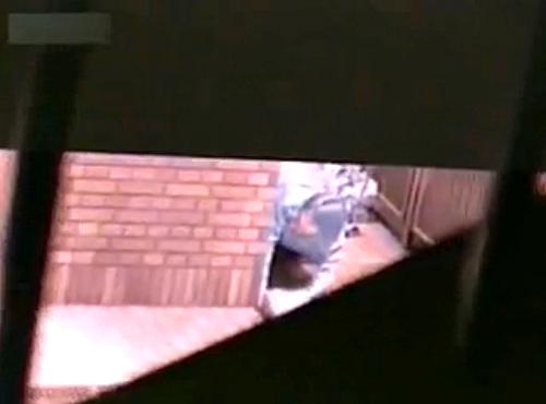 【盗撮動画】路上の死角で野外SEXする素人バカップルを覗き見盗撮した超リアル映像流出!!!