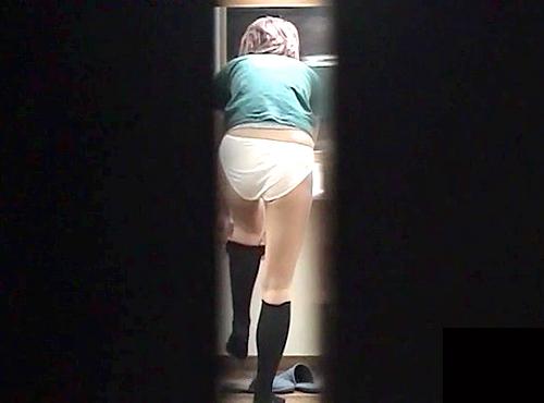 【盗撮動画】女子更衣室のロッカーに隠れて綺麗なお姉さんの生着替え盗撮した潜入ガチンコ映像!!!