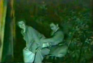 【 盗撮動画 】野外SEXスポットに盗撮カメラ仕掛けたら中年カップルが大暴れ赤外線映像wwwww