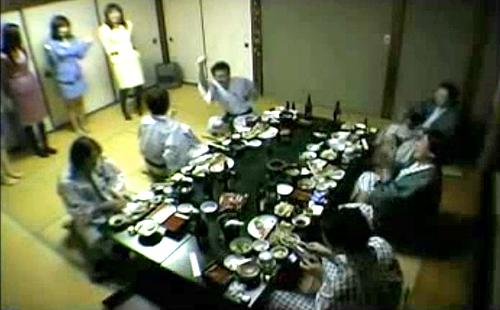 【 衝撃映像 】本当にあった!!宴会場でピンクコンパニオンと乱痴気騒ぎする酒池肉林SEX映像wwwww