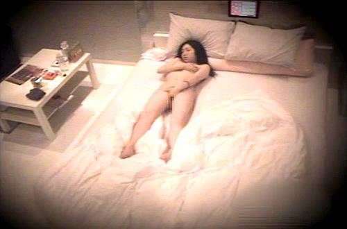 【盗撮動画】ラブホテルで彼氏がいない隙にオナニーするド変態彼女を盗撮流出した激ヤバ映像!!!