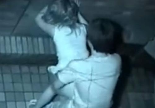【 盗撮動画 】マンションの裏で夜中に素人カップルが立ちバックで野外セックスしてたのでベランダから観察www