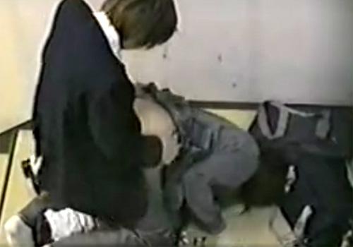 【 盗撮動画 】階段の踊り場で発情した学生カップルが激しい野外セックスしてたので撮影したったwww