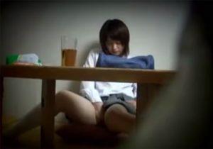 【 盗撮動画 】家庭内で変態兄が隠し撮り…JKの可愛い妹が勉強の息抜きにオナニーし出すぞぉwww
