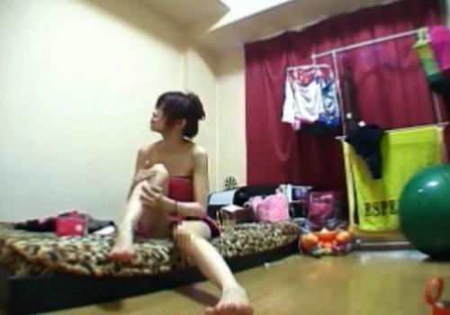 【 盗撮動画 】1人暮らしの女性宅に隠しカメラ設置…ローターでオナニーする姿や彼氏とSEXしてる様子が撮れたwww