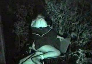 【 隠撮動画 】深夜の公園ベンチで素人カップルが野外SEX開始…赤外線カメラで彼女がヨガってる姿を撮影www