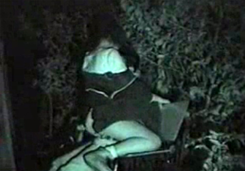 【隠撮動画】深夜の公園ベンチで素人カップルが野外SEX開始…赤外線カメラで彼女がヨガってる姿を撮影www