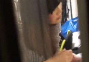 【 盗撮動画 】女子大生の彼女が彼氏のチンポをフェラチオしてる様子を窓の外から隠し撮りwww