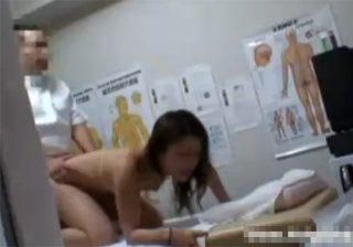 【 盗撮動画 】巨乳美人OLが整体師に治療の一環と騙され手淫で潮吹き…中出しセックスで犯される!!!